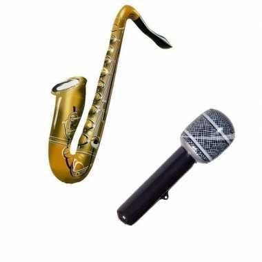 Set 2x opblaasbare muziek instrumenten saxofoon en microfoon